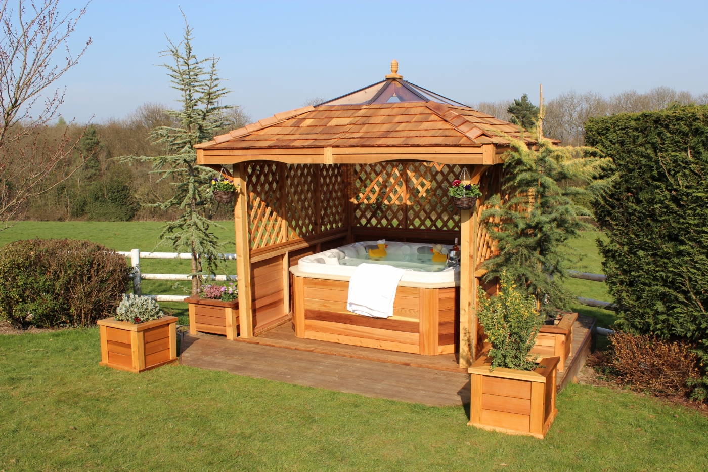 Home Counties Pools Amp Hot Tubs Hot Tubs Gazebos Amp Chalets
